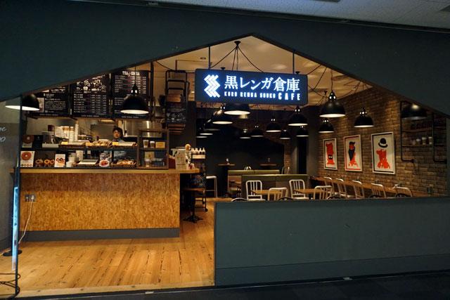 神戸空港の出発ロビー内、黒レンガ倉庫