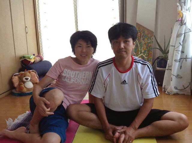 結婚記念日にヨガを体験された篠原夫妻