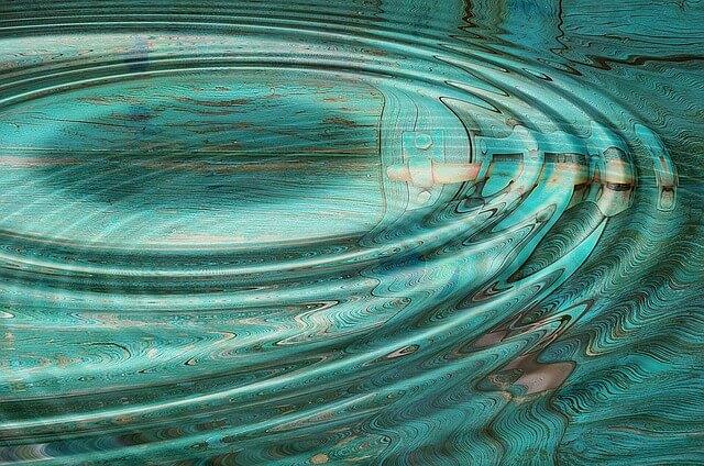 【泉の水を浴びる?!】背骨が柔らかくなる不思議な呼吸法