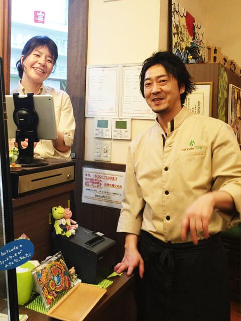 halcafe229のパティシエ岡田さん。
